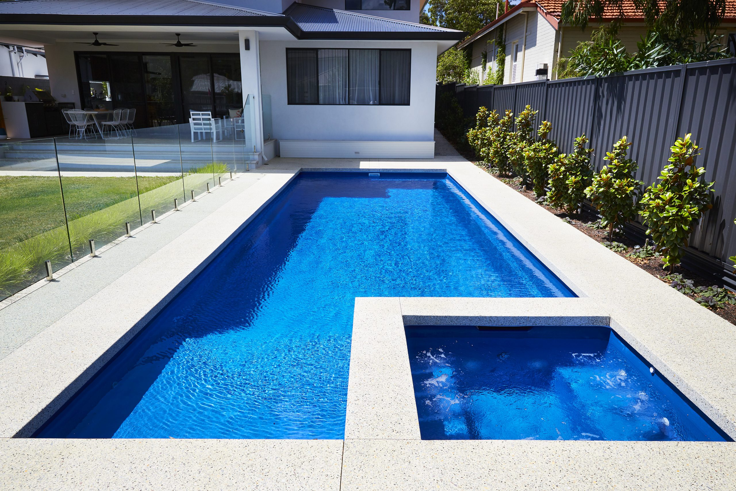 what-colours-can-fibreglass-pools-be2